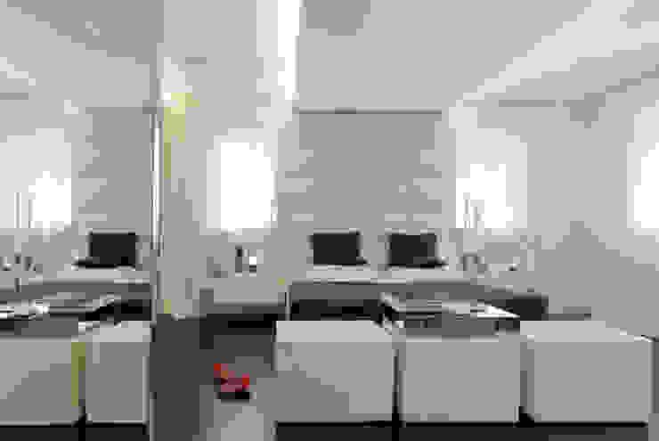 THE JACK WHITE HOUSE Camera da letto eclettica di STUDIO CERON & CERON Eclettico