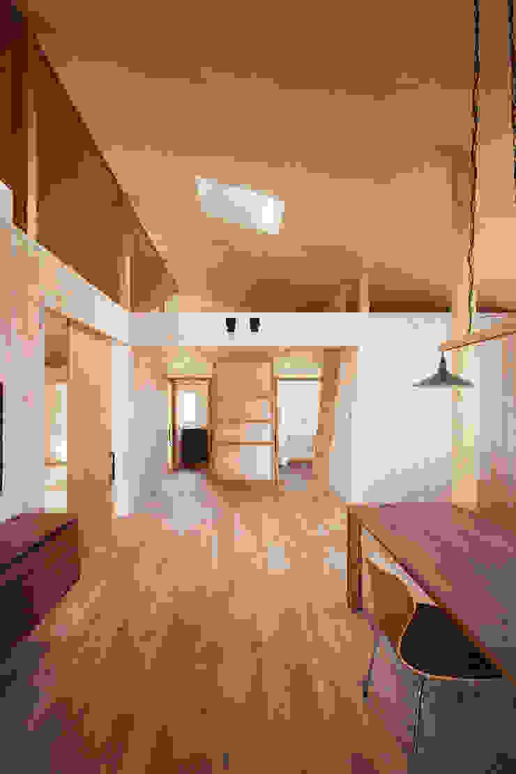 近江八幡の家・ダイニング ラスティックデザインの リビング の タクタク/クニヤス建築設計 ラスティック