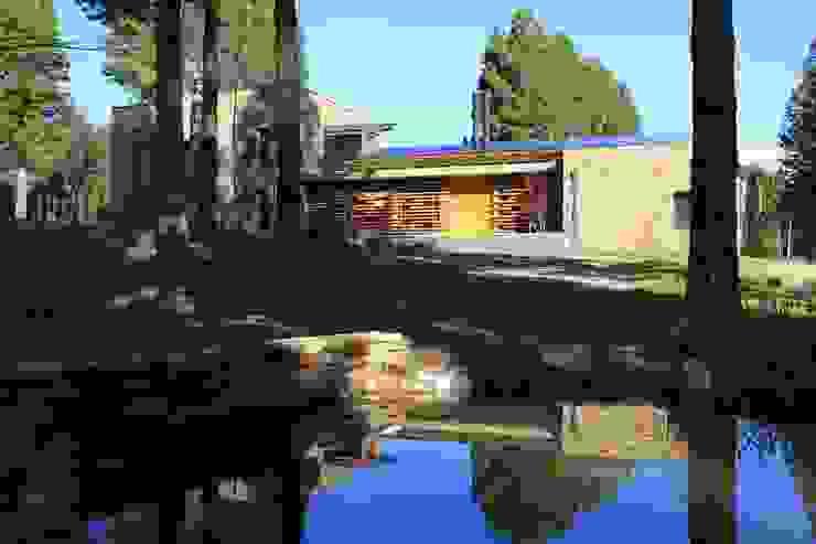 Casa Chapelco Golf – Patagonia Argentina Casas modernas: Ideas, imágenes y decoración de Aguirre Arquitectura Patagonica Moderno