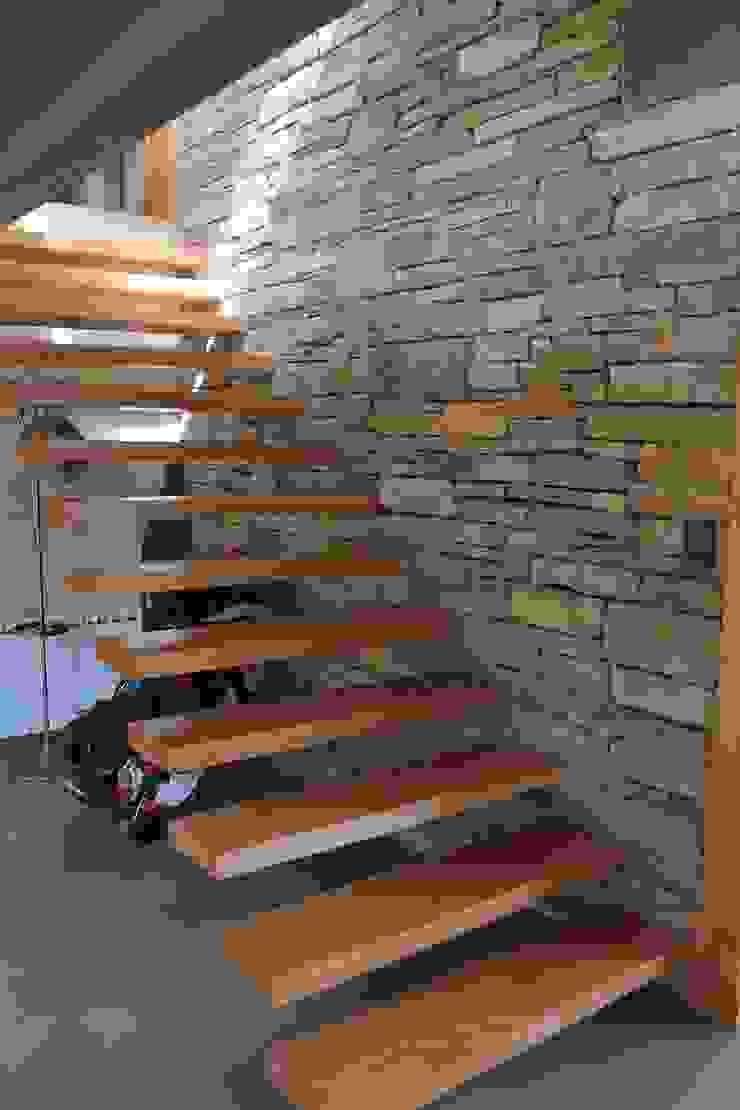 Casa Chapelco Golf – Patagonia Argentina Pasillos, vestíbulos y escaleras modernos de Aguirre Arquitectura Patagonica Moderno