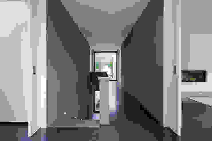 Projekty,  Korytarz, przedpokój zaprojektowane przez Architekturbüro Dongus , Nowoczesny