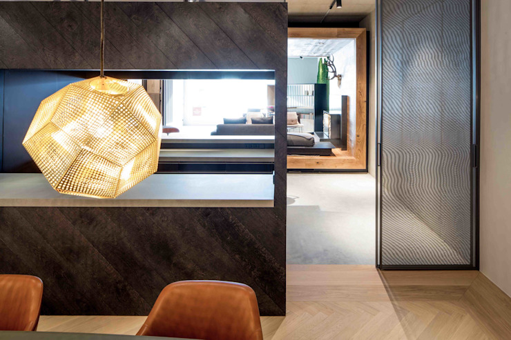 Showroom design - Hakwood Studio Tirol:  Winkelcentra door Standard Studio - Amsterdam, Industrieel