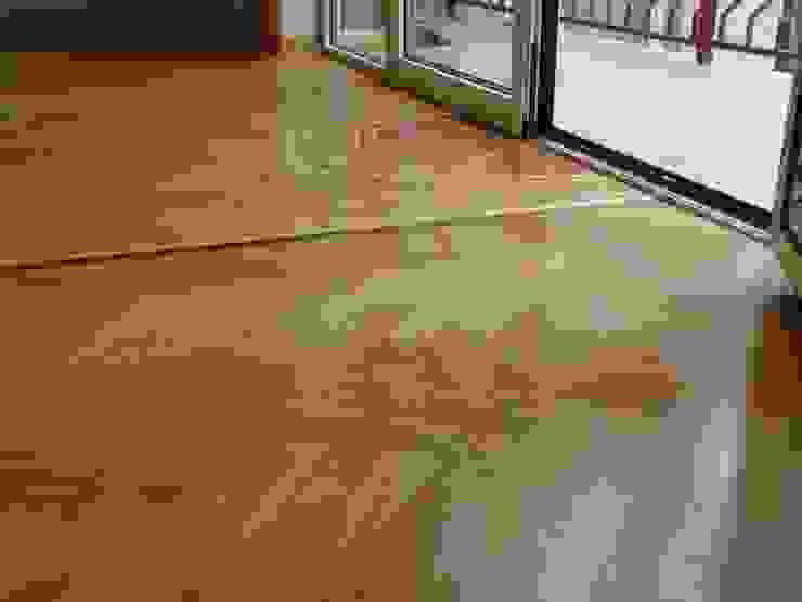 Classic Single Herringbone parquet pattern Classic style living room by Luxury Wood Flooring Ltd Classic