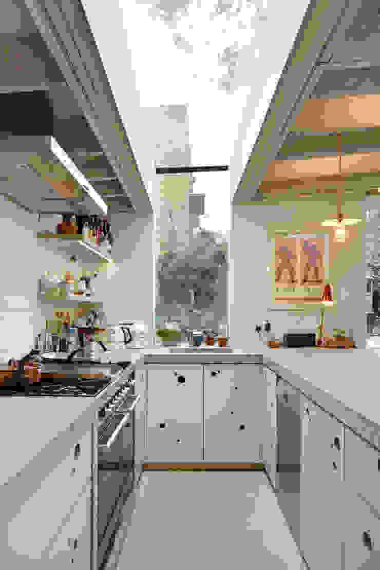 Wrap around window in the kitchen Modern Kitchen by Fraher and Findlay Modern