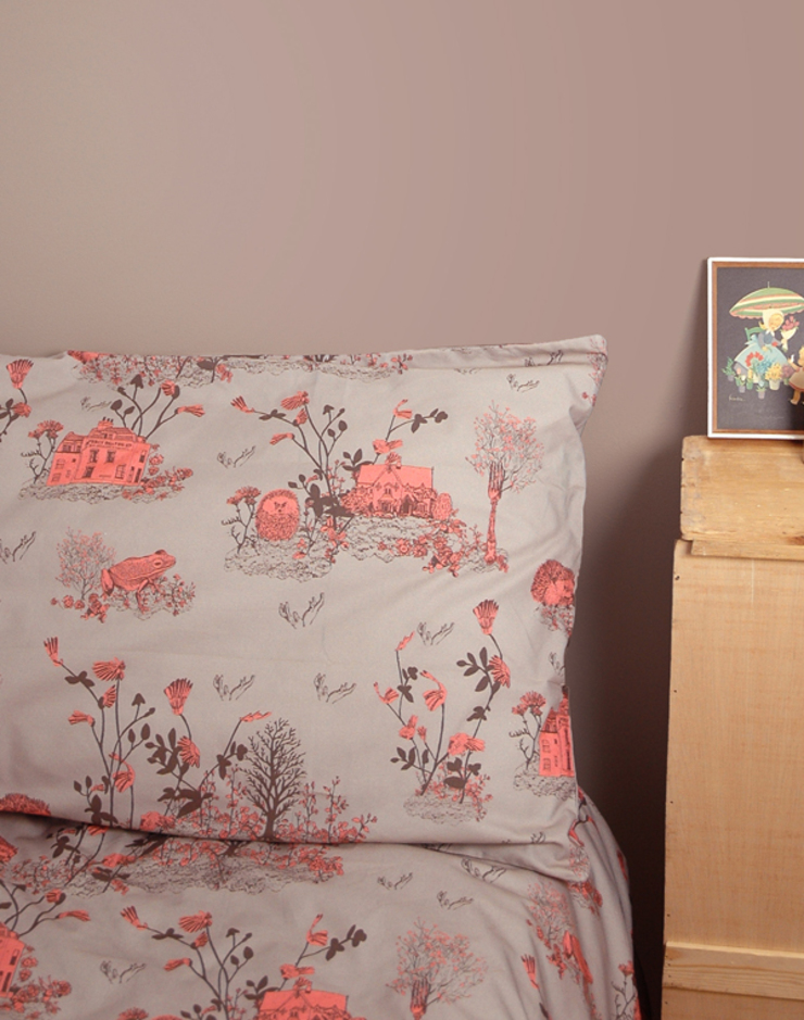 Woodlands Bed Linen Brown Pink: country  by Sian Zeng, Country