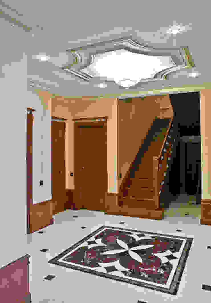 Холл. Лестница. Коридор, прихожая и лестница в классическом стиле от KRAUKLIT VALERII Классический