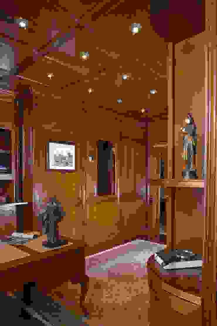 Домашний кабинет. Рабочий кабинет в классическом стиле от KRAUKLIT VALERII Классический