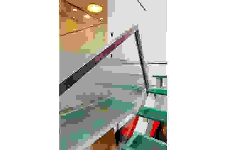 Moderner Flur, Diele & Treppenhaus von 4D Arquitetura Modern