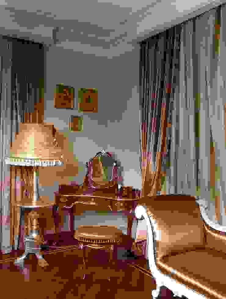 Классическая двухуровневая квартира на Крестовском острове. Спальня в классическом стиле от KRAUKLIT VALERII Классический