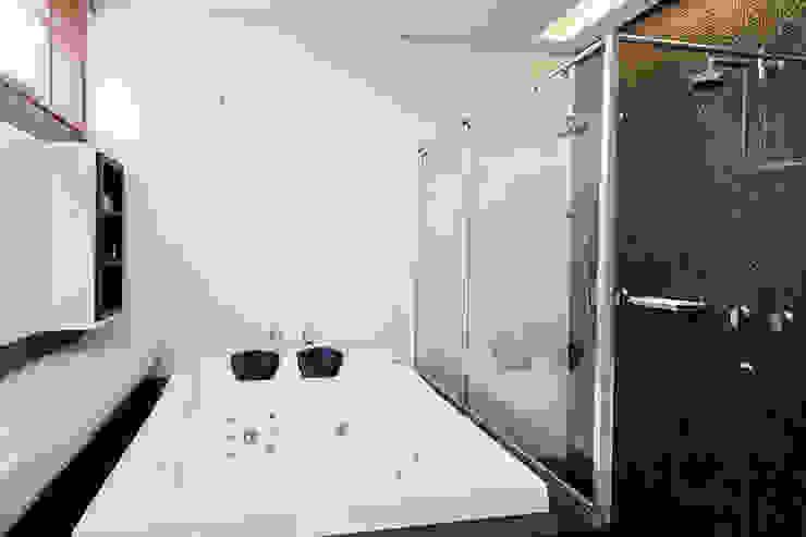 CASA HAACK Banheiros modernos por 4D Arquitetura Moderno