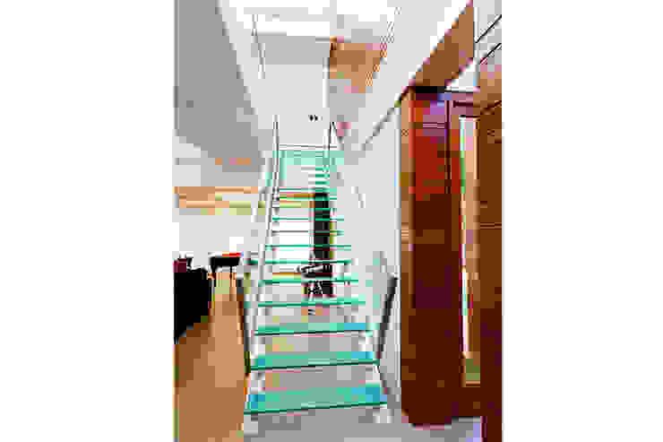 CASA HAACK Corredores, halls e escadas modernos por 4D Arquitetura Moderno