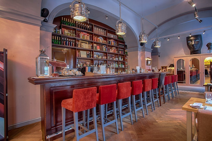 Eclectic style bars & clubs by Roberts Design Eclectic