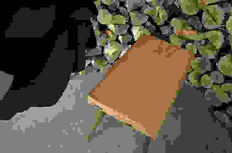 Stołki GOAT STOOL - GOLD od D2 Studio Skandynawski
