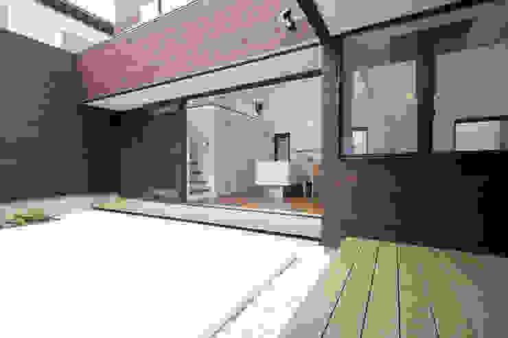House in Fukuchiyama: arakawa Architects & Associatesが手掛けた庭です。,ミニマル