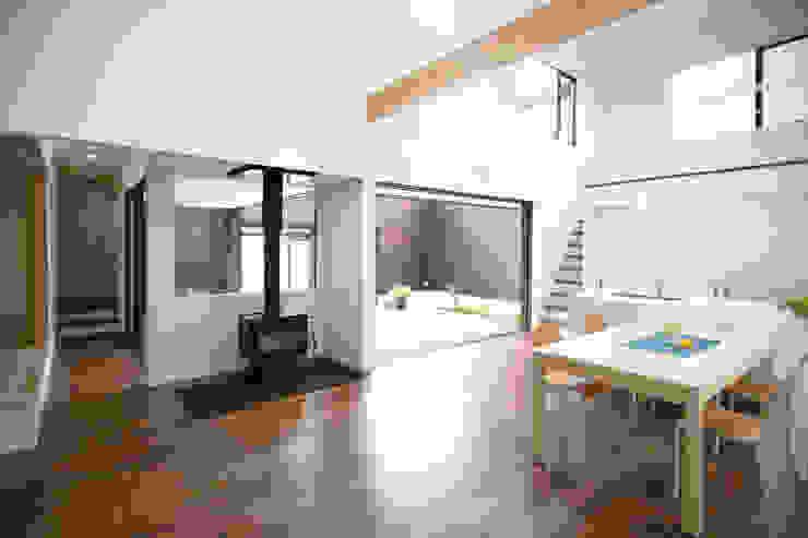 House in Fukuchiyama ミニマルデザインの リビング の arakawa Architects & Associates ミニマル