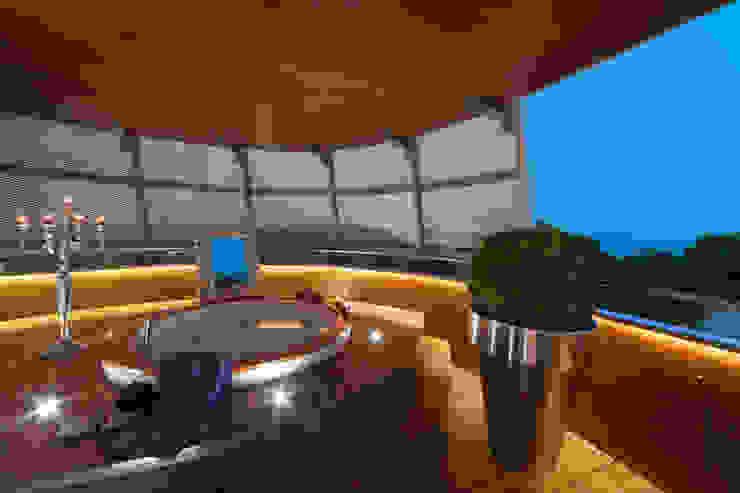 Balcones y terrazas de estilo ecléctico de STUDIO CERON & CERON Ecléctico