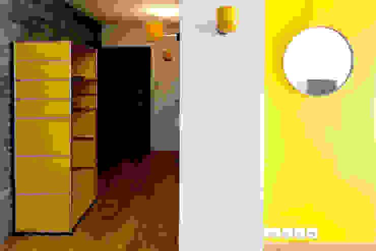 Couleur et lumière Couloir, entrée, escaliers modernes par Carole Montias-Studio Moderne