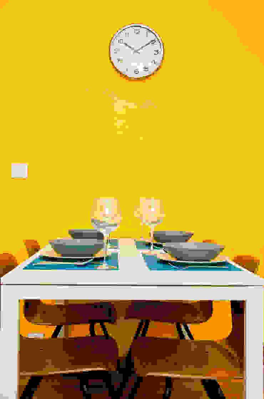 Couleur et lumière Salle à manger moderne par Carole Montias-Studio Moderne