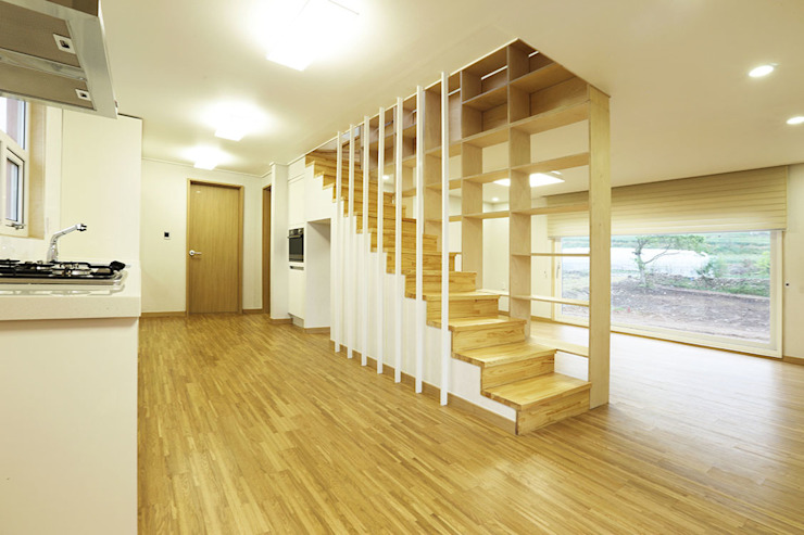Nemo House, Container Residence thinkTREE Architects and Partners Modern corridor, hallway & stairs