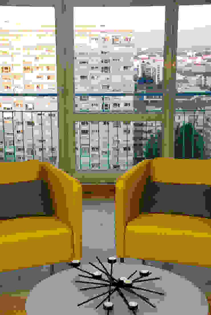 Modern Living Room by Carole Montias-Studio Modern