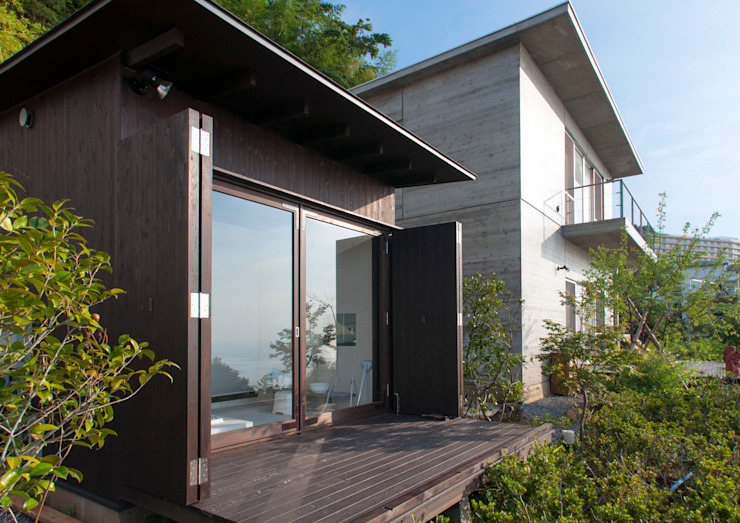 熱海の別荘 モダンな 家 の 井上洋介建築研究所 モダン