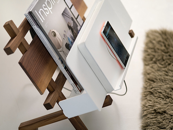 CROSSDOCK media rack, wireless charging: modern  door Functionals, Modern