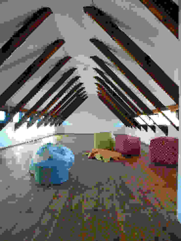 Dachraum Minimalistische Schlafzimmer von cappellerarchitekten Minimalistisch