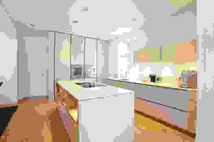 Sanierung Wohngebäude Klassische Küchen von xs-architekten Klassisch