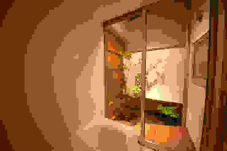一宮の家: 一級建築士事務所 渡辺泰敏建築設計事務所が手掛けた浴室です。,オリジナル