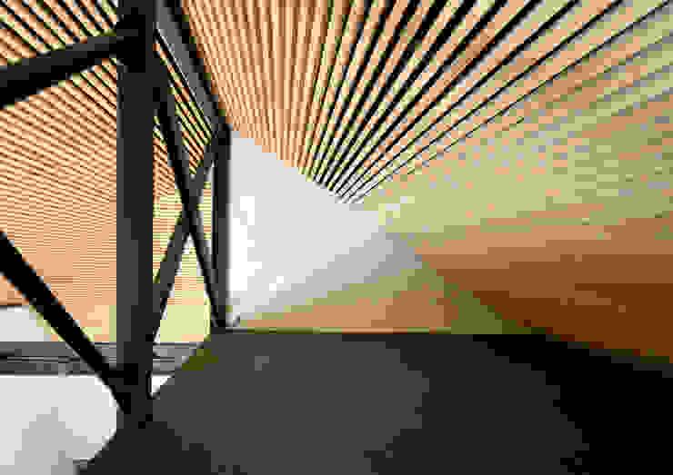上野毛の住宅 renovation モダンデザインの 多目的室 の 井上洋介建築研究所 モダン