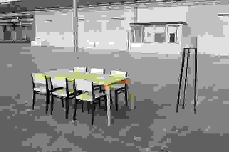 ES met stoelen van Atelier 4d Scandinavisch