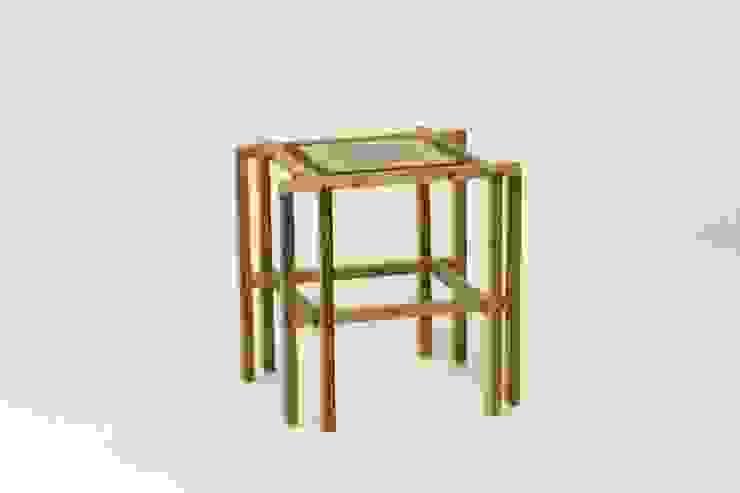 Model Aranea - nr. 19 van Fiftytables Minimalistisch