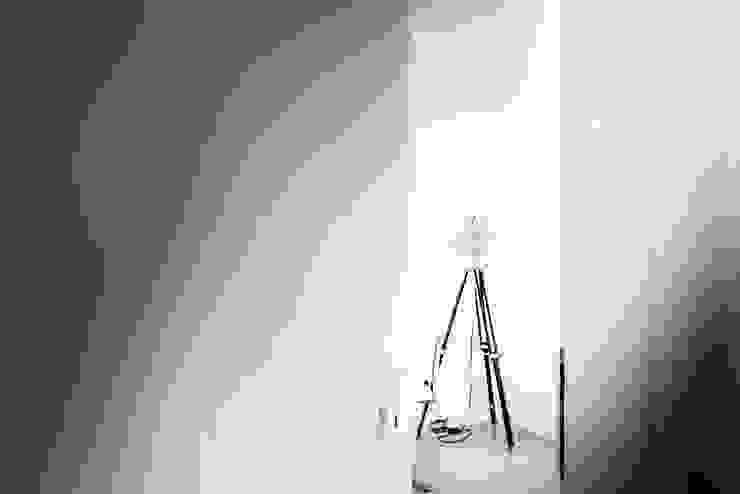 COCO Pracownia projektowania wnętrz Estudios y despachos de estilo minimalista