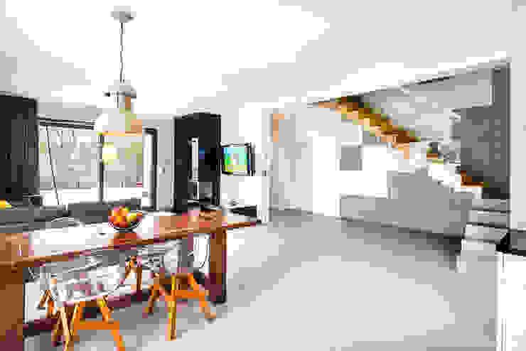 COCO Pracownia projektowania wnętrz Comedores de estilo minimalista