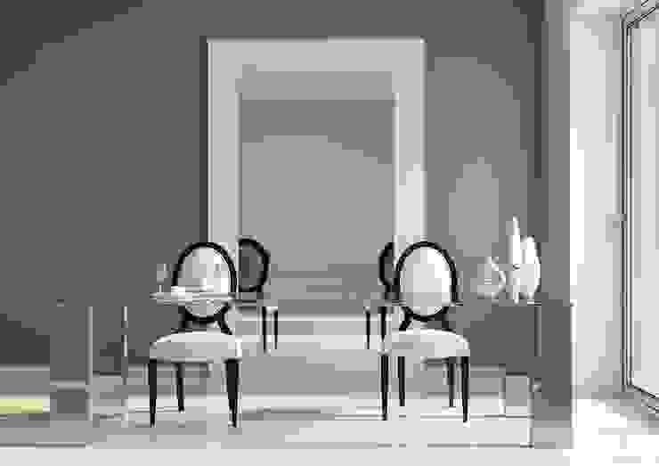 Mesa acero y cristal InterNamaste Comedores de estilo moderno