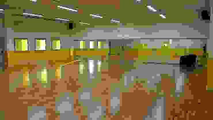 Progettazione scuola di danza a Brescia Negozi & Locali commerciali moderni di Geometra Toselli Luciano Moderno