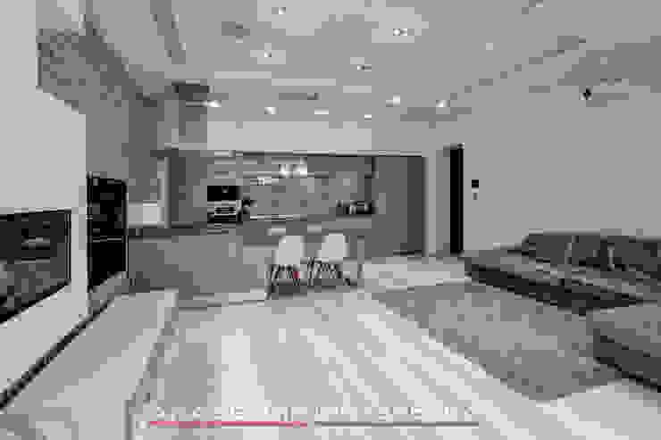 ЖК <q>Берег</q> (квартира площадью 114,5 кв. м.) Гостиная в стиле минимализм от Светлана ковальчук Дизайн студия 'Академия Интерьера' Минимализм