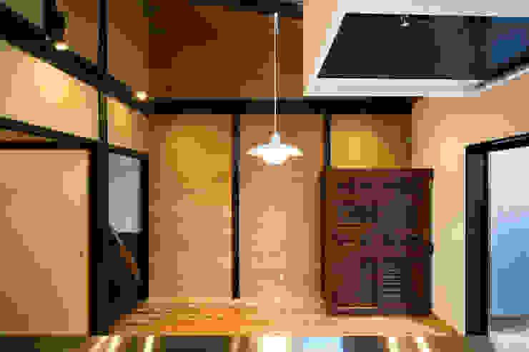 Modern dining room by 長崎工作室 Modern