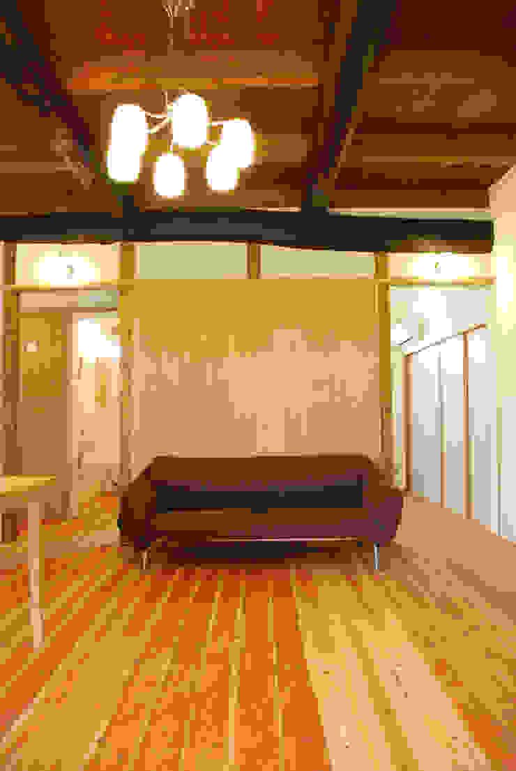 M邸 モダンデザインの リビング の 長崎工作室 モダン