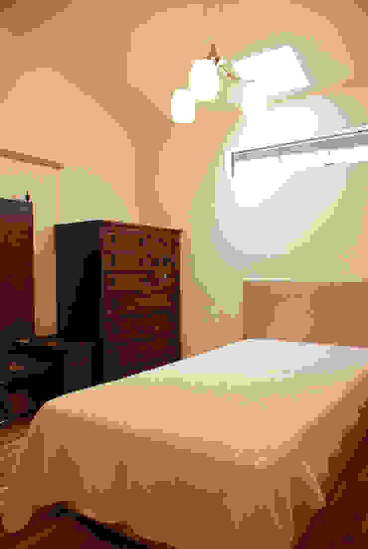 M邸 モダンスタイルの寝室 の 長崎工作室 モダン