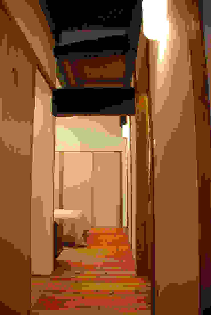 M邸 モダンスタイルの 玄関&廊下&階段 の 長崎工作室 モダン