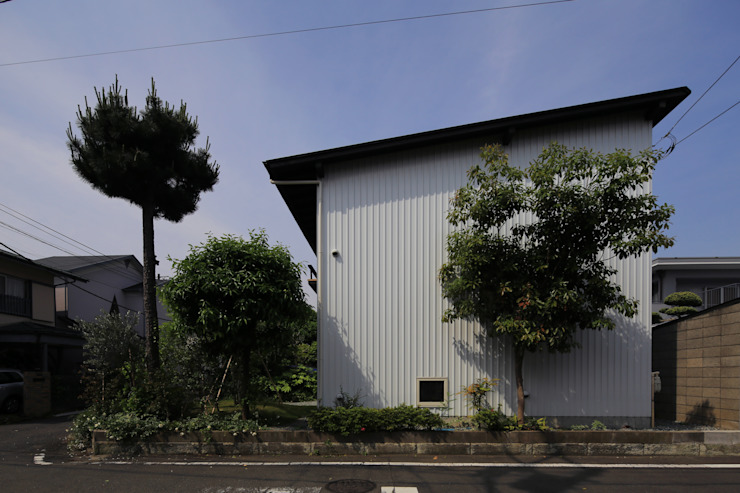 Eclectic style houses by 早田雄次郎建築設計事務所/Yujiro Hayata Architect & Associates Eclectic Iron/Steel