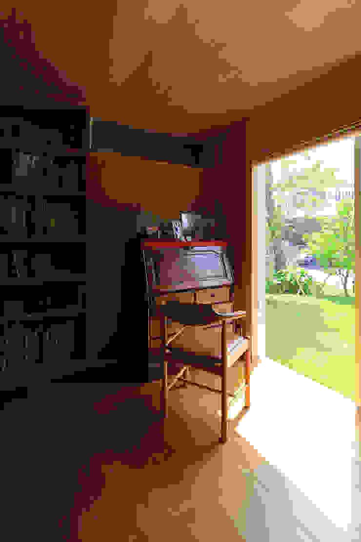 Ausgefallener Multimedia-Raum von 早田雄次郎建築設計事務所/Yujiro Hayata Architect & Associates Ausgefallen