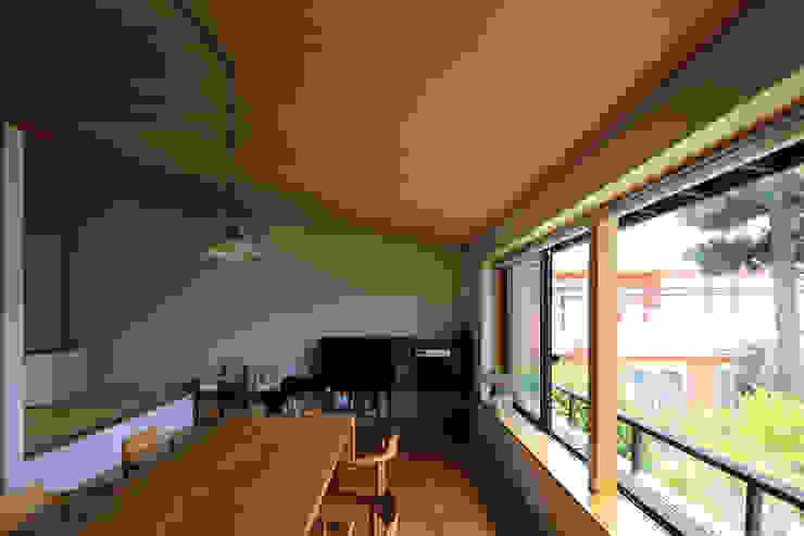Salon original par 早田雄次郎建築設計事務所/Yujiro Hayata Architect & Associates Éclectique