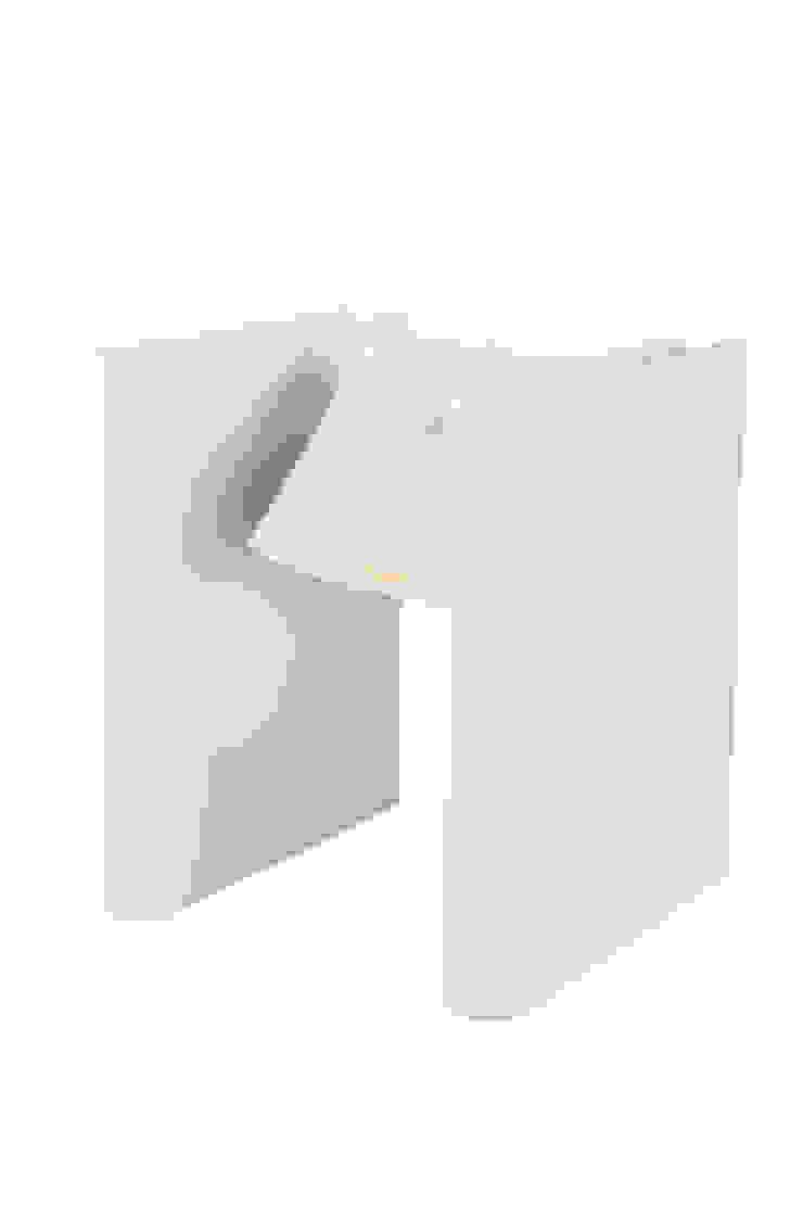 Mr Ed white: modern  door Functionals, Modern