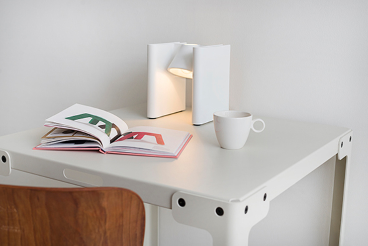Mr Ed light: modern  door Functionals, Modern