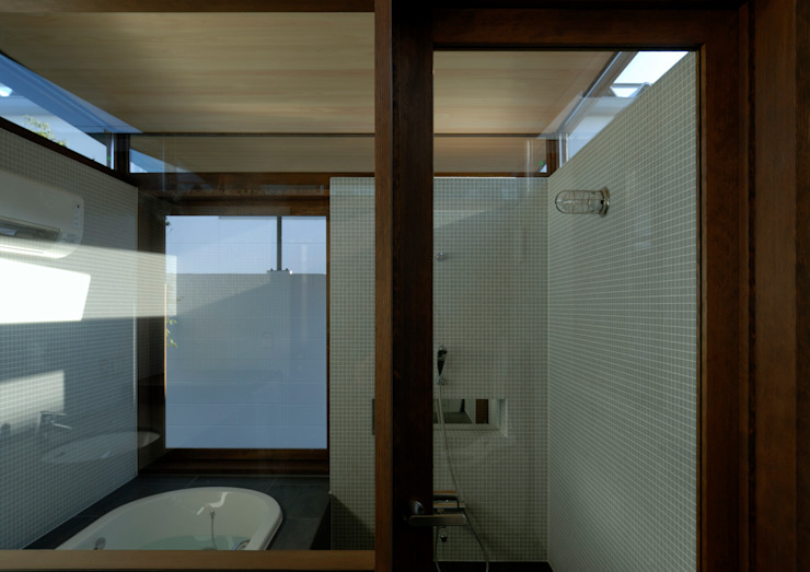 諏訪の住宅 モダンスタイルの お風呂 の 井上洋介建築研究所 モダン