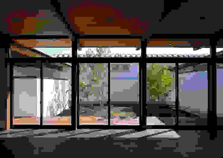 諏訪の住宅 モダンデザインの リビング の 井上洋介建築研究所 モダン