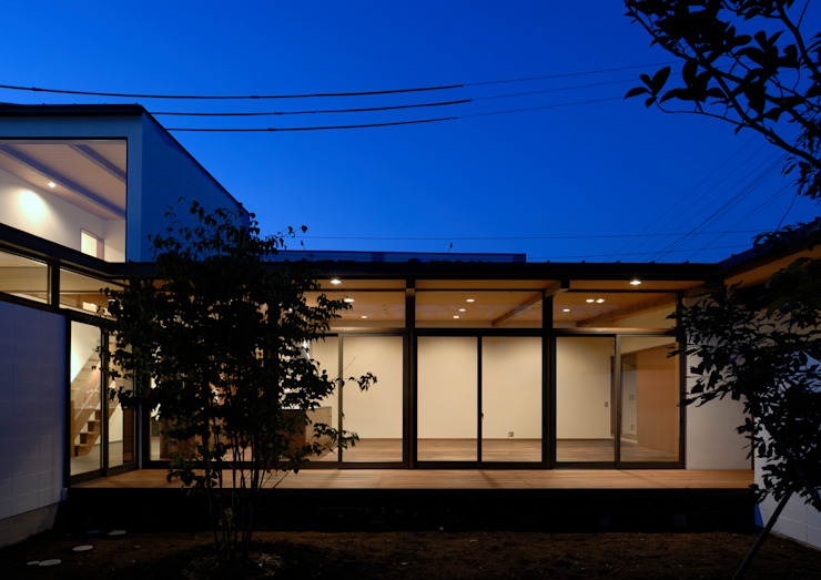 諏訪の住宅 モダンな庭 の 井上洋介建築研究所 モダン