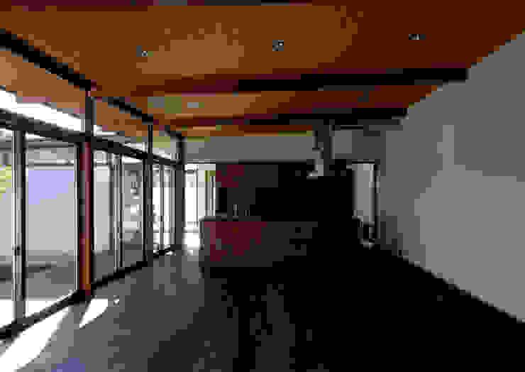 諏訪の住宅 モダンデザインの ダイニング の 井上洋介建築研究所 モダン